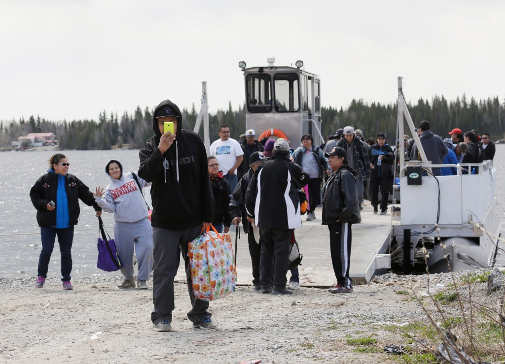 Volunteers from neighboring communities arrive to search for the remains of Teresa Robinson on the Garden Hill First Nation Manitoba, May 22, 2015. Lyle Stafford for the Globe and Mail