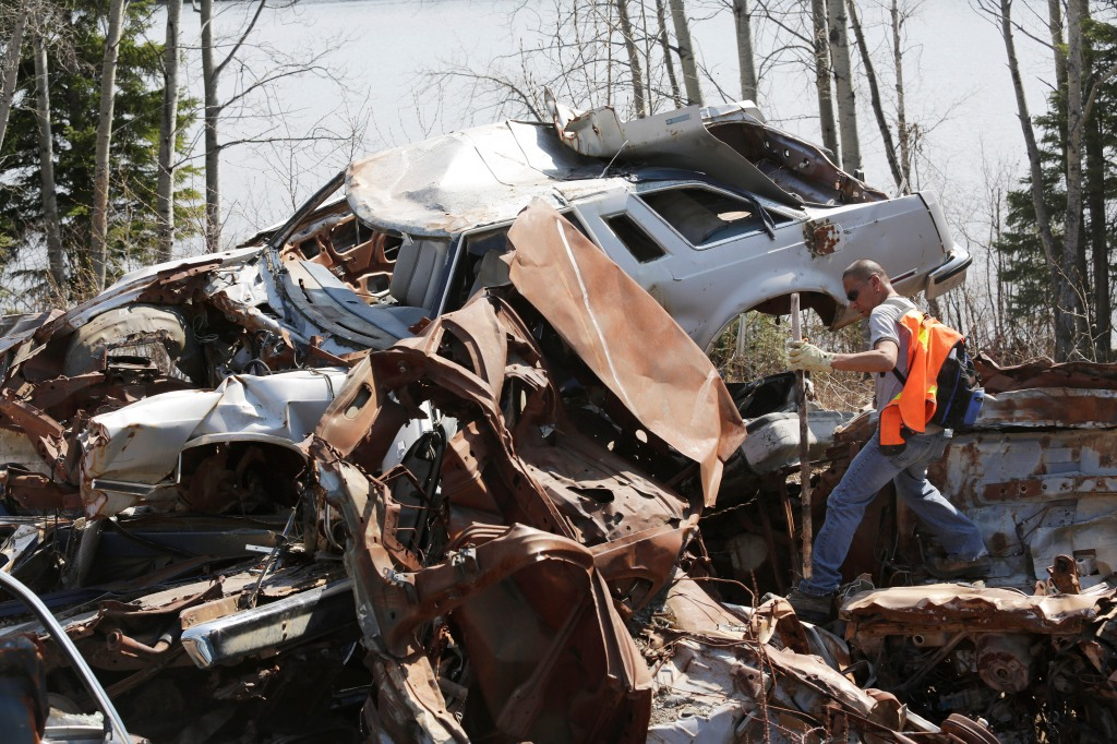 A volunteer from searchs abandon cars for the remains of Teresa Robinson on the Garden Hill First Nation Manitoba, May 22, 2015. Lyle Stafford for the Globe and Mail